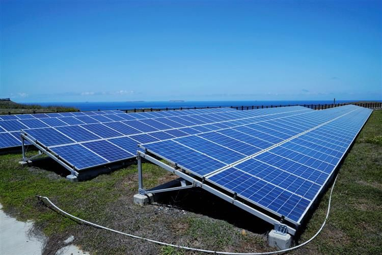 Electricity generated by solar panels is a core component of Taipower's newly launched smart microgrid in outlying Penghu County's Qimei Island