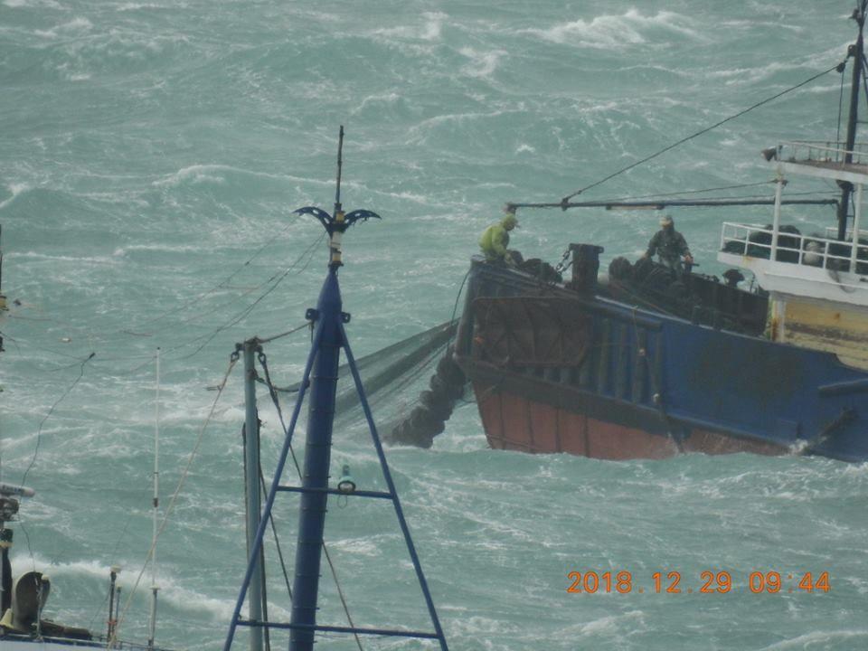 大陸漁船越界非法拖網捕魚