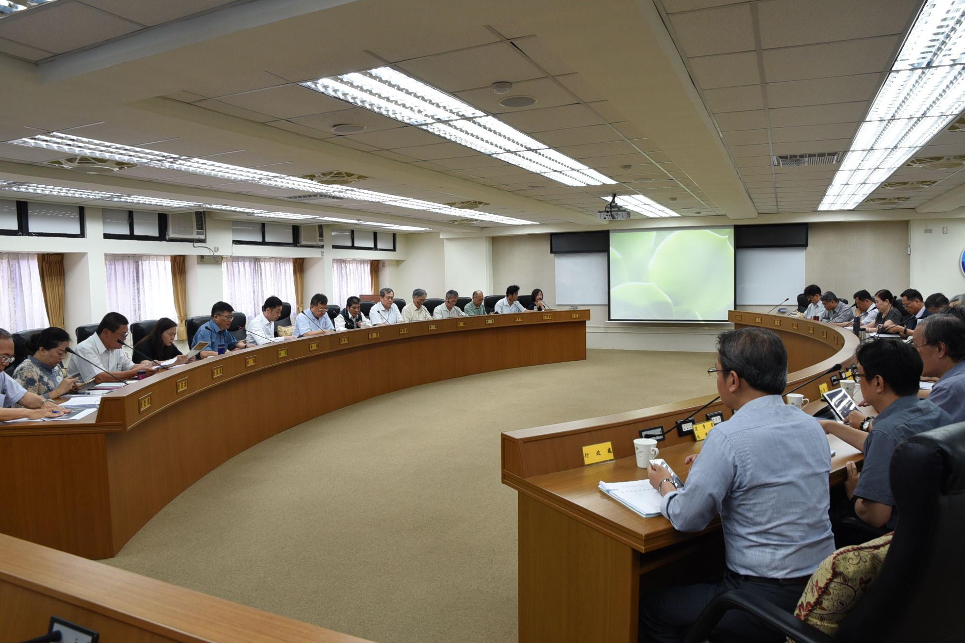 縣府15日召開「無籍船筏管理及輔導合法化專案研商」會議