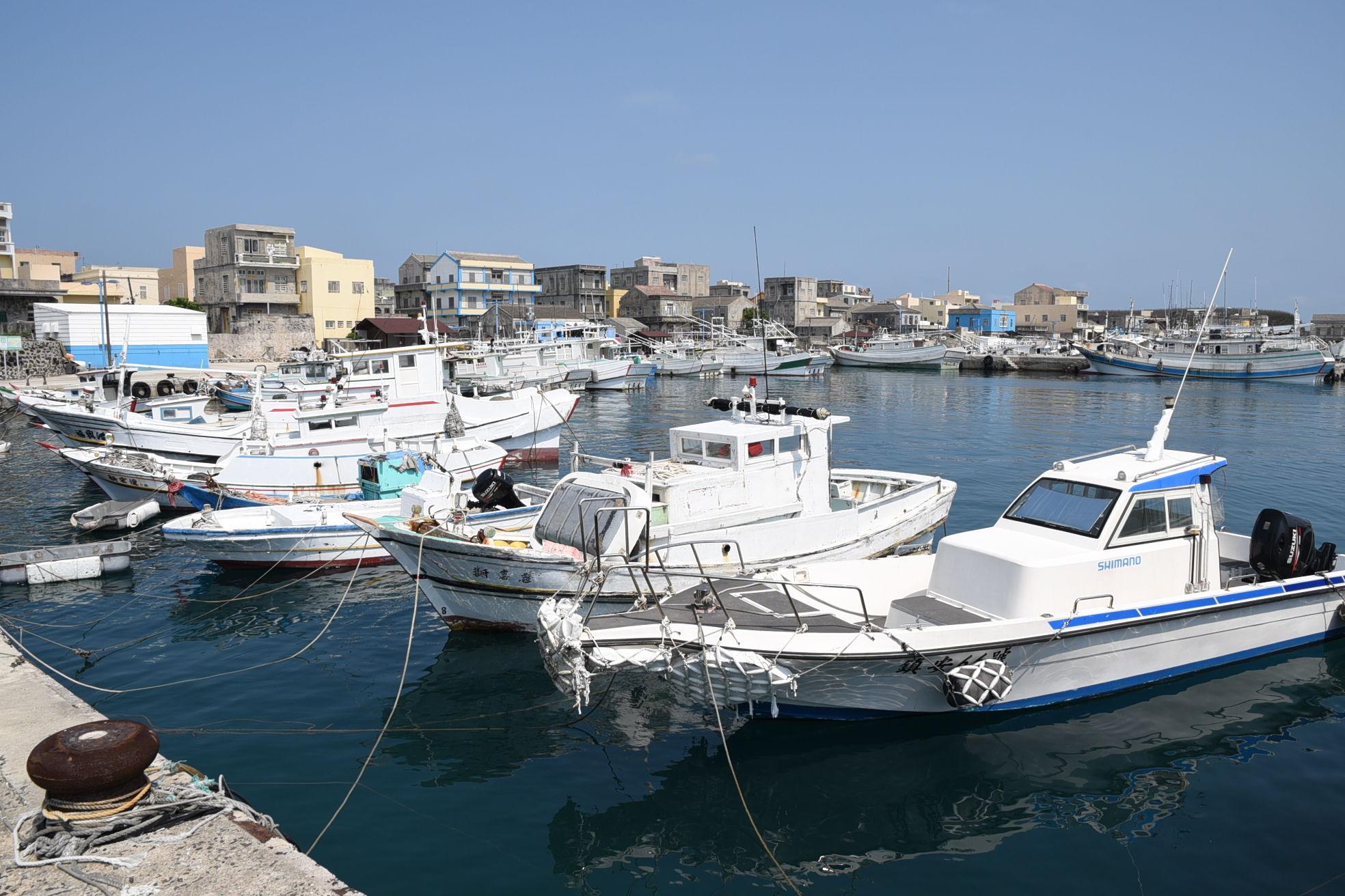 賴縣長指示以簡政、便民、低收費原則,輔導無籍船筏合法化
