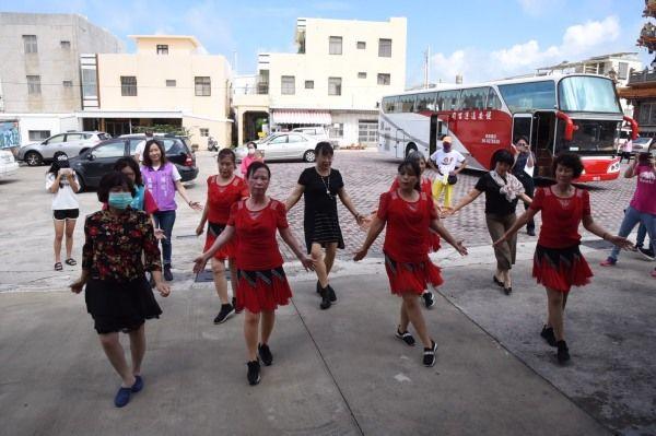 社區土風舞隊演出「酒醉的蝴蝶 」