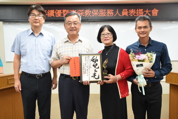 賴縣長表揚服務滿30年資深人員